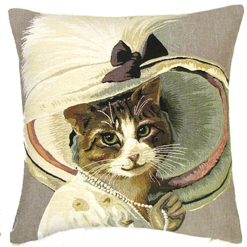 Victorian cat with necklace